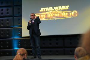 Darin de Paul auf der Star Wars Cantina auf der Bühne